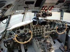 IL-18_Cockpit_Leipzig-Halle-Airport
