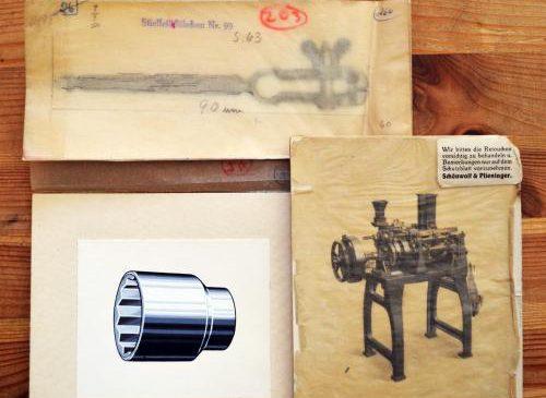 NO PHOTOSHOP – Historische Retuschen für Werkzeug- und Maschinenbaukataloge im Kulturny Dom Lipsk / Salon Similde