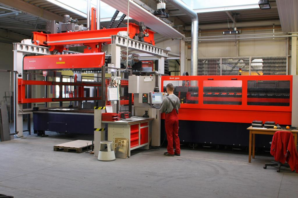 Unternehmensrundgang bei der HOLL GmbH