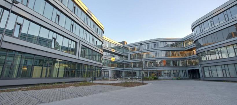 Führung durch den Institutsneubau des Fraunhofer IZI mit dem Architekten Thomas Heinle