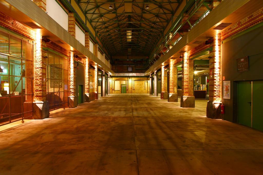 Rundgang durch die ehemaligen Fabrikhallen des WERK 2