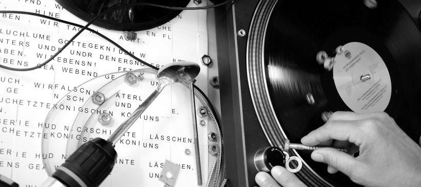 Konzert und Performance »SING MIT – SING WITH US!« Eine Elektroakustische Klangperformance unterm Schaufelradbagger 1547 – 12.09.2021, 14.00 Uhr