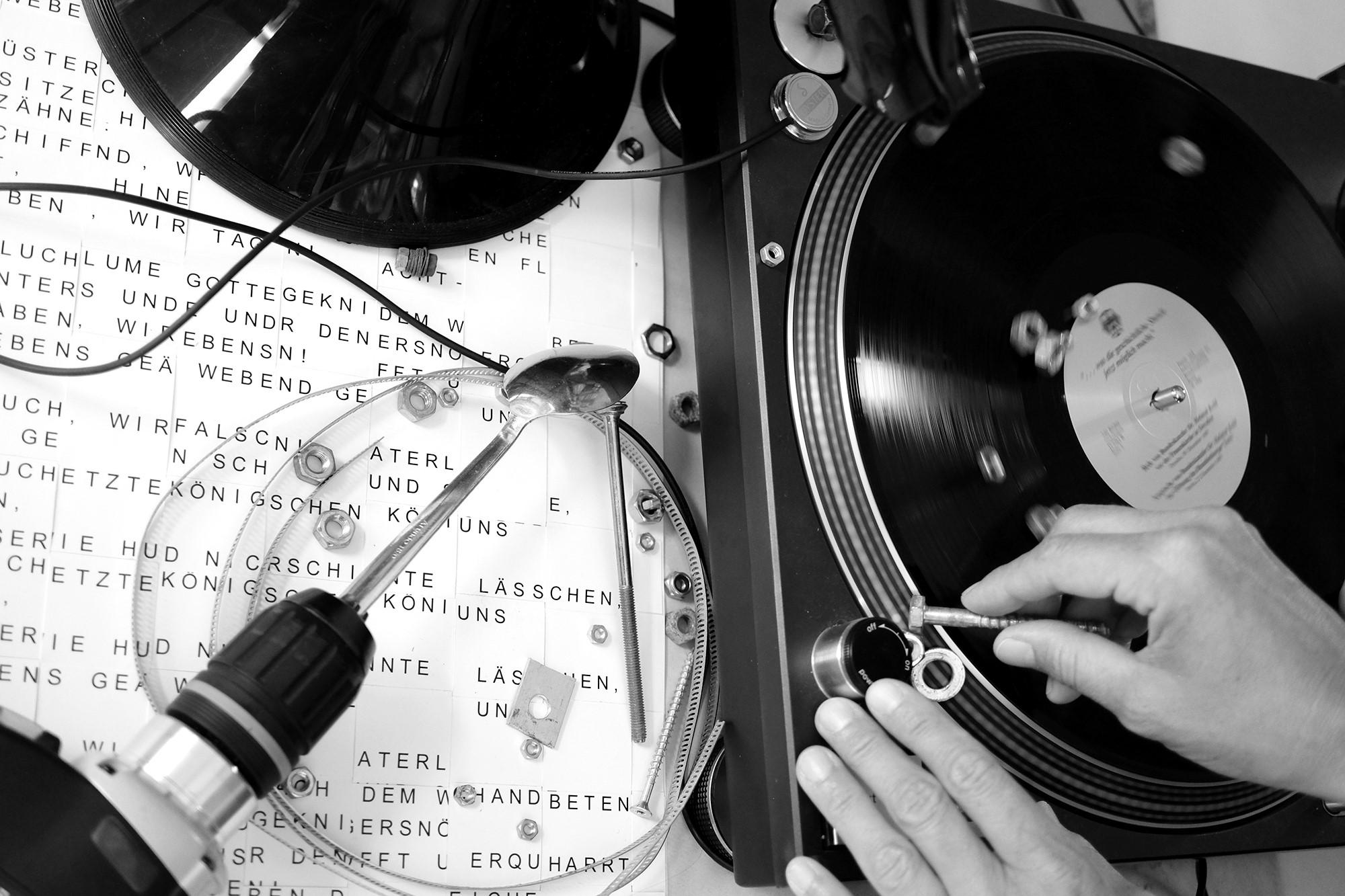 Konzert und Performance »SING MIT – SING WITH US!« Eine Elektroakustische Klangperformance unterm Schaufelradbagger 1547 – 11.09.2021, 17.00 Uhr